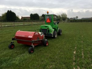Paddock-Cleaner-kniklader-A